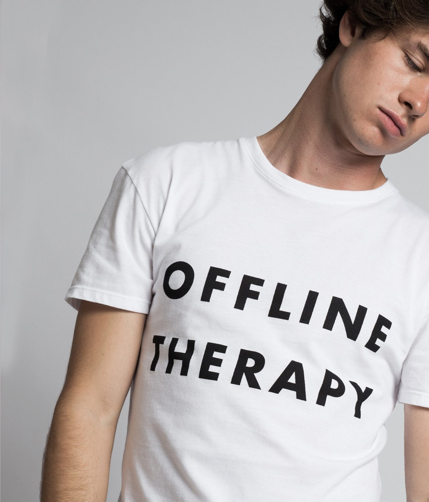 "Camiseta ""Offline Therapy""..."