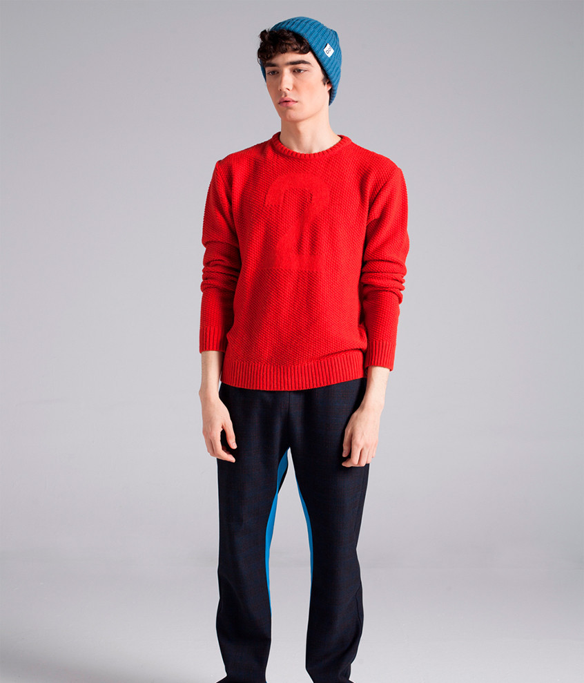 2 RED SWEATER